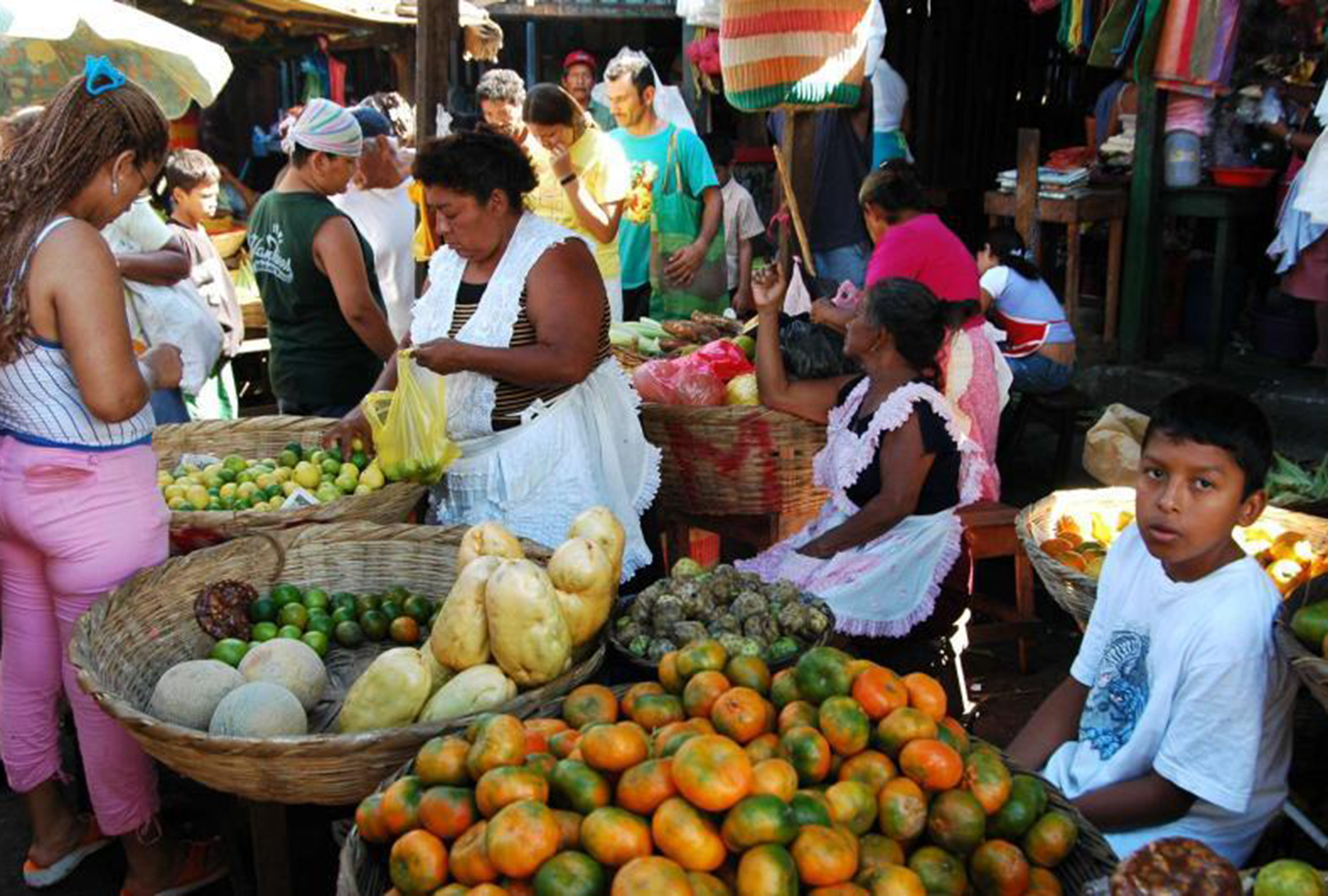 A family operates their market stall together in Nicaragua.