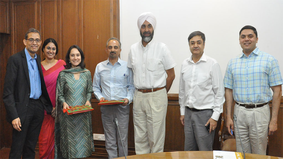 Group of J-PAL directors, staff, and government officials hold MoU