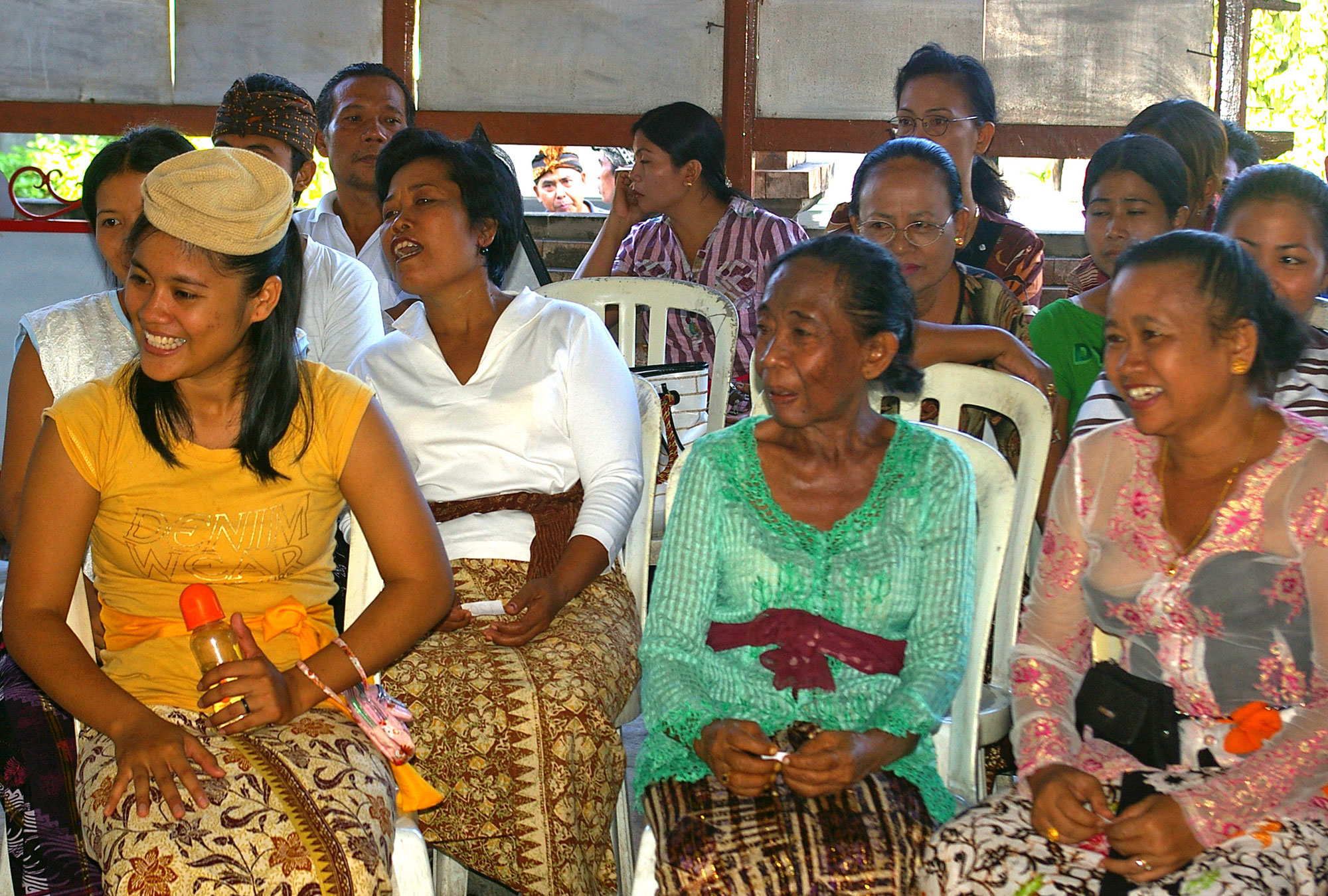 Indonesians participate in their community block grants meetings and decision-making process as part of Generasi, 2007 (Komar | Shutterstock.com)