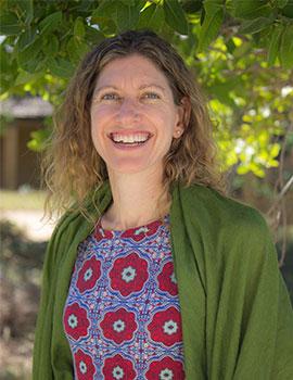 Laura Poswell headshot