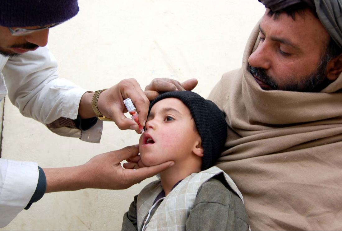 Health worker administrates polio-vaccine drops to a child during anti-polio immunization campaign at Pak-Afghan Border on January 20, 2015 in Chaman.