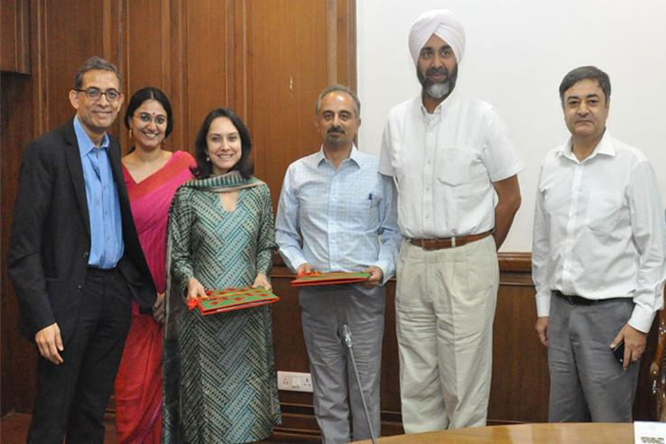 Group of J-PAL staff and Punjab government officials pose for MoU signing