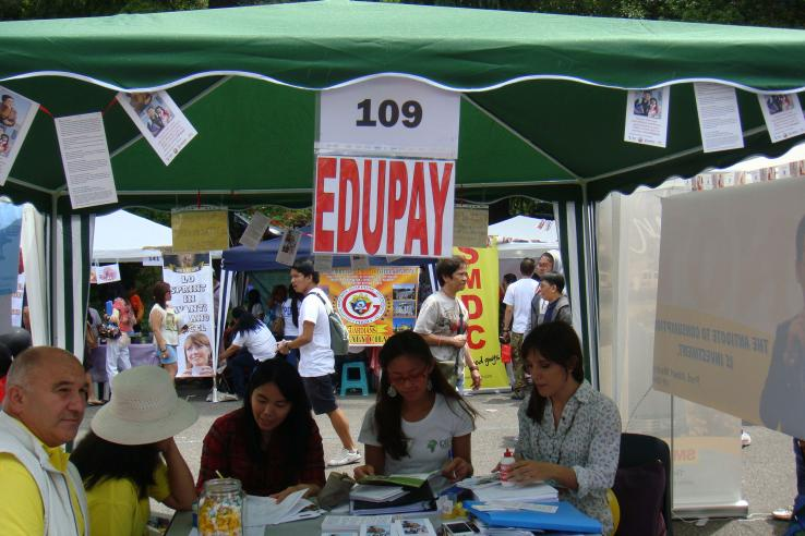 Discussing EduPay with Filipino migrants in Rome, Italy