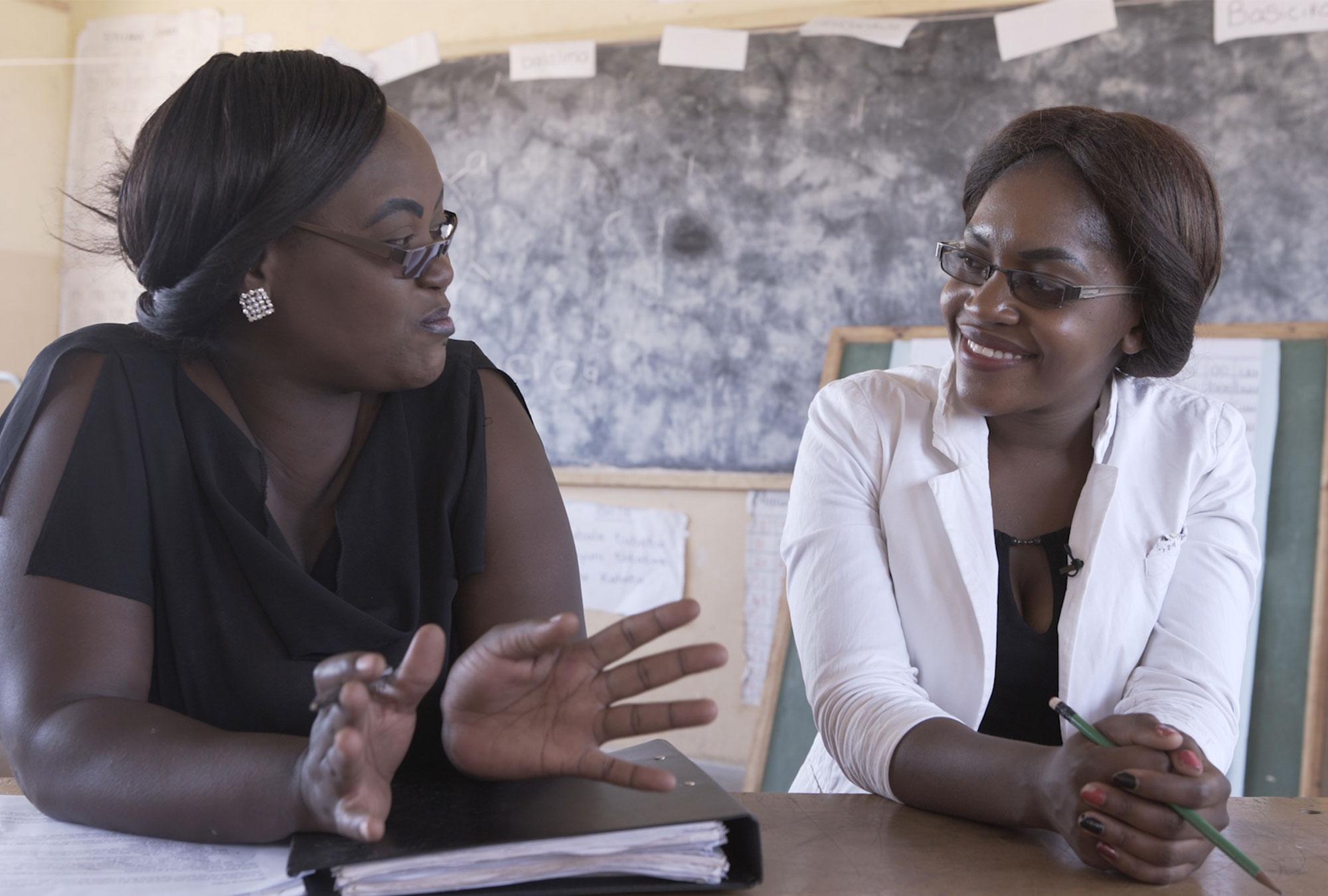 A mentor talks to a teacher